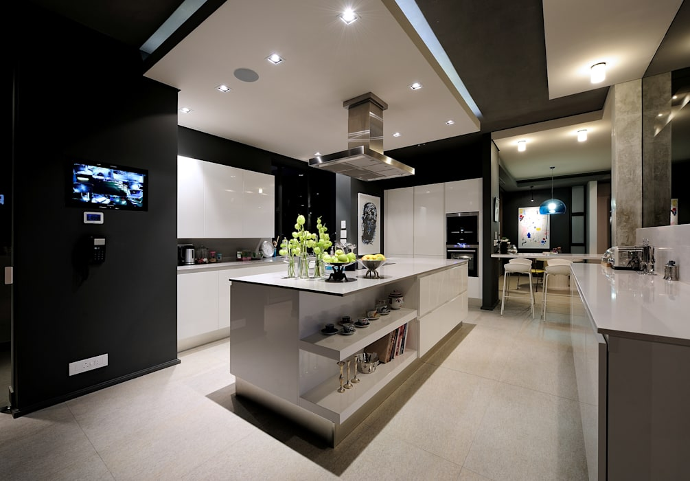 House La Croix Fresnaye:  Built-in kitchens by KMMA architects