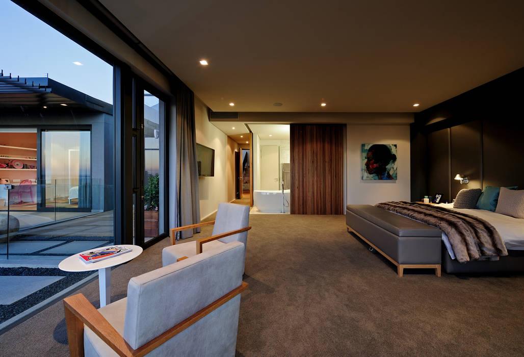 House La Croix Fresnaye Modern style bedroom by KMMA architects Modern