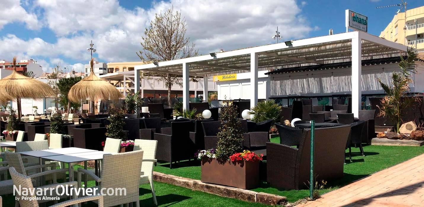 Bar Tropical Con Terraza Cubierta Bares Y Clubs De Estilo