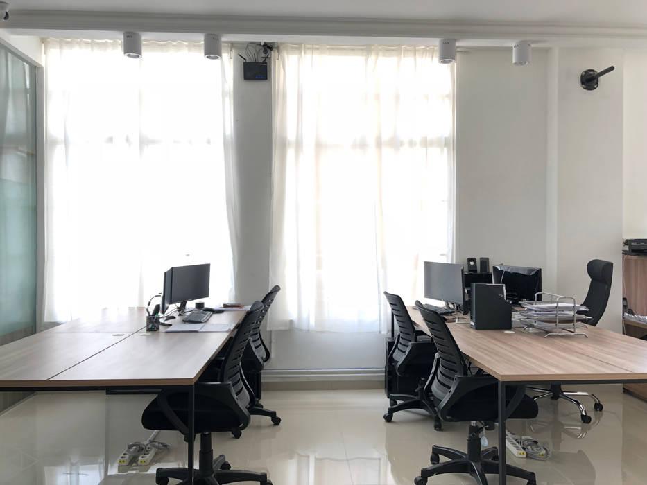 TS Office: Ruang Kerja oleh TIES Design & Build,