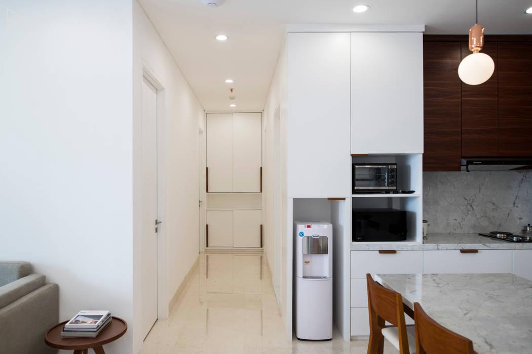 Corridor: Koridor dan lorong oleh TIES Design & Build,