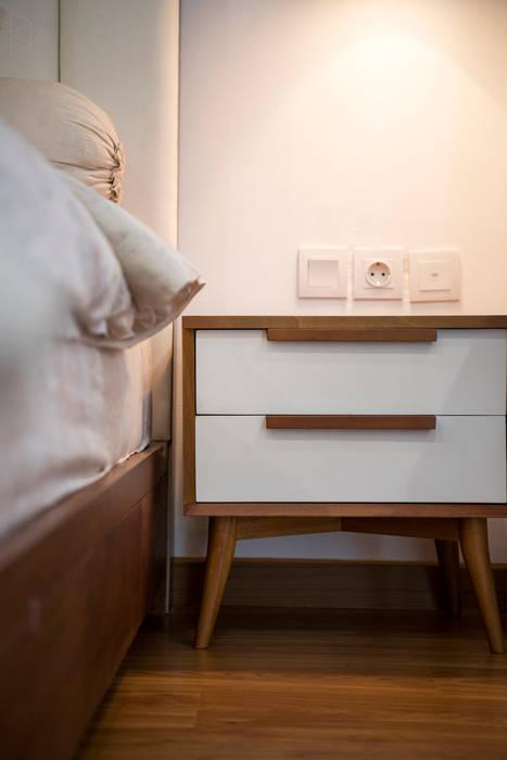 Bedside Table Kamar Tidur Minimalis Oleh TIES Design & Build Minimalis