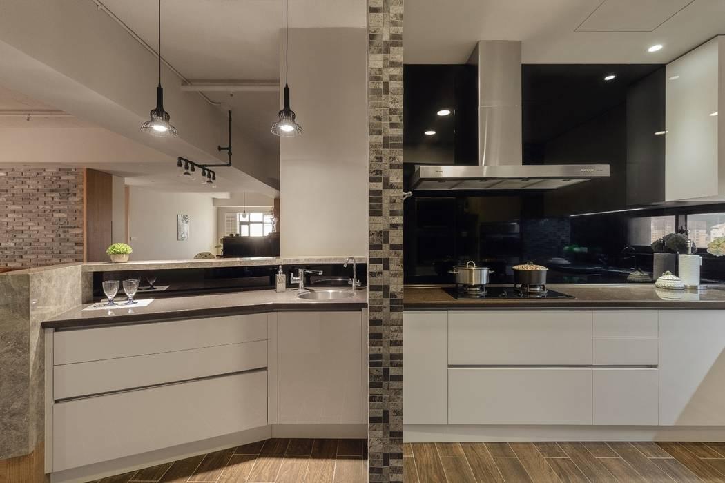 Industrial style kitchen by 權相室內裝修設計有限公司 Industrial