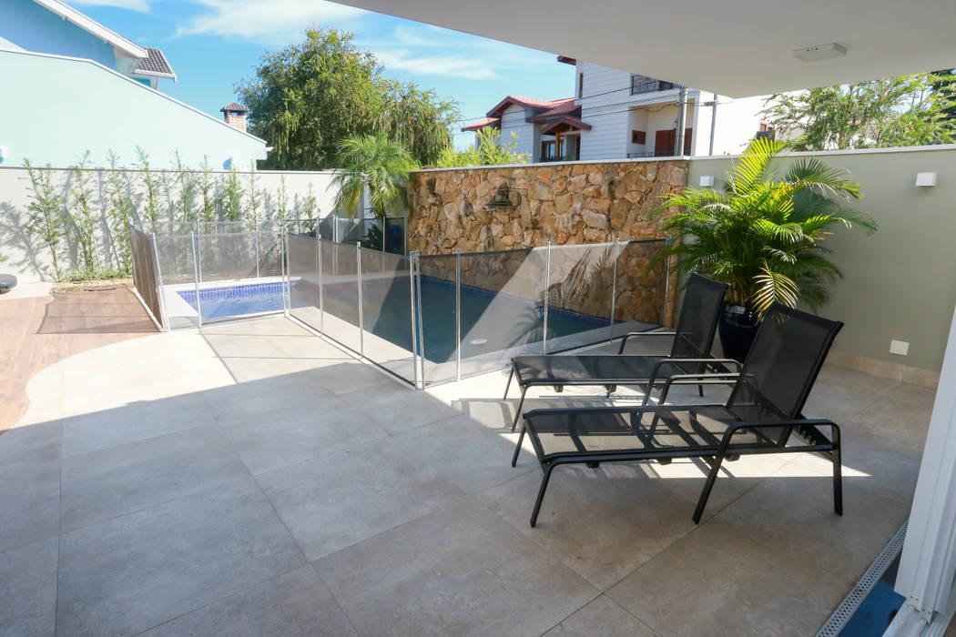Balcón de estilo  por Lozí - Projeto e Obra, Rural