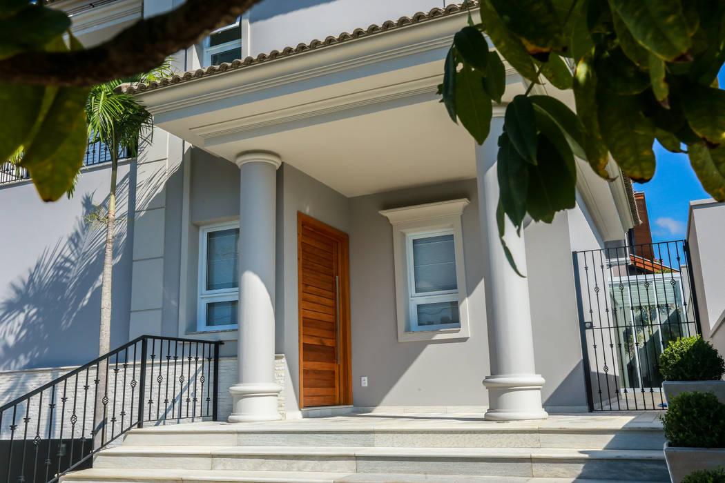 Дома в классическом стиле от Lozí - Projeto e Obra Классический