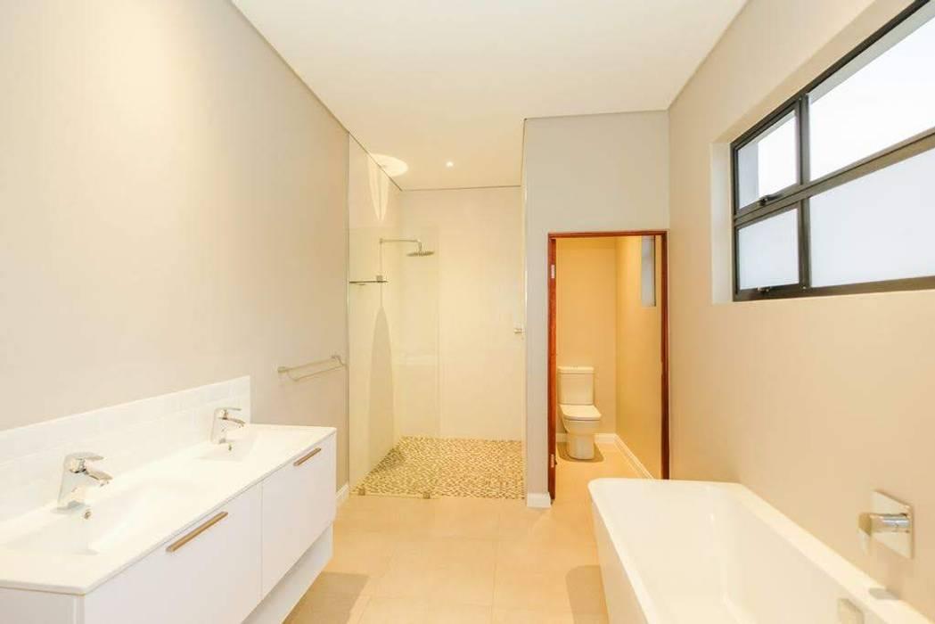 Modern Bathroom by Building Project X (Pty) Ltd. Modern