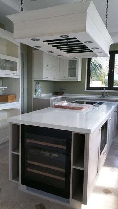classic  by Decodan - Estudio de cocinas y armarios en Estepona y Marbella, Classic Quartz