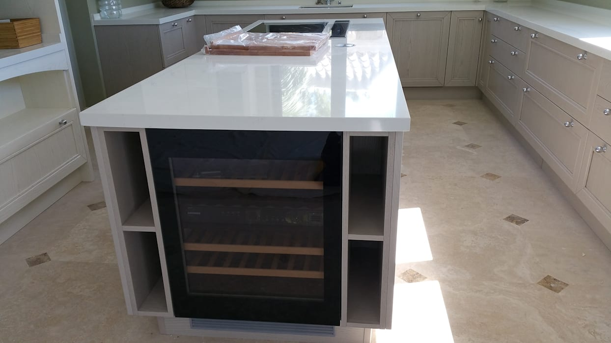 Kitchen theo Decodan - Estudio de cocinas y armarios en Estepona y Marbella,