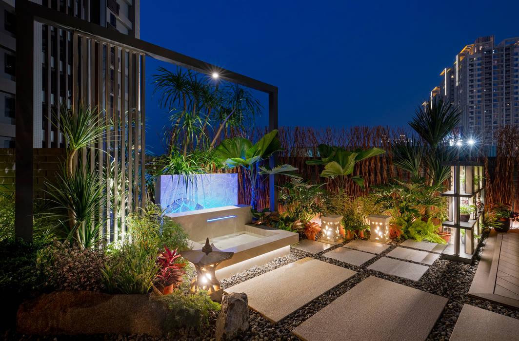 夜晚露臺的燈光景色,加上水池燈光變幻,猶如身處峇厘島度假 根據 大地工房景觀公司 熱帶風