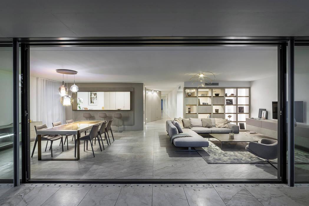 Zona living Soggiorno moderno di TM Italia Moderno