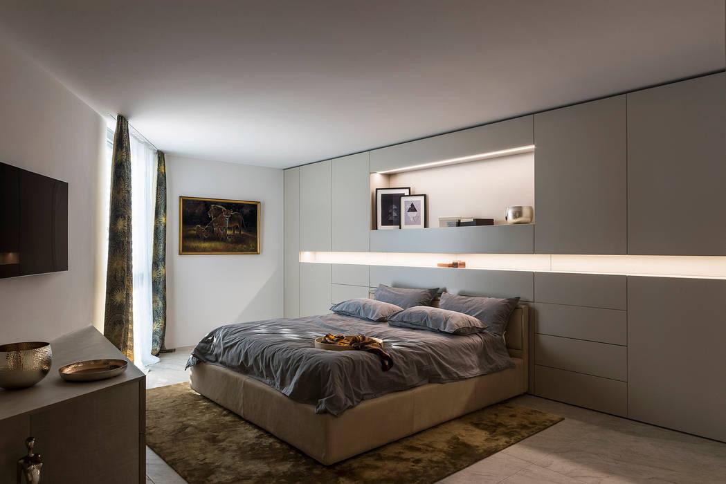 Parete attrezzata della camera padronale camera da letto ...