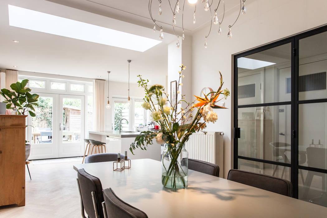 Eetkamer:  Eetkamer door Bob Romijnders Architectuur & Interieur