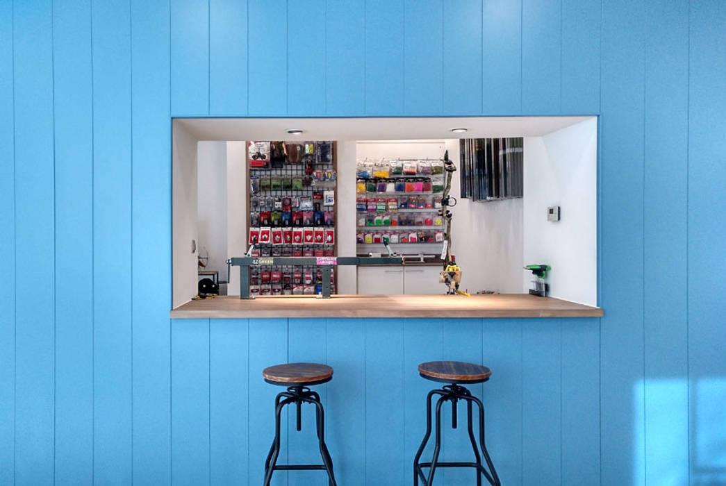 Zona de taller. Local comercial. Alcobendas, Madrid: Espacios comerciales de estilo  de CARMITA DESIGN diseño de interiores en Madrid