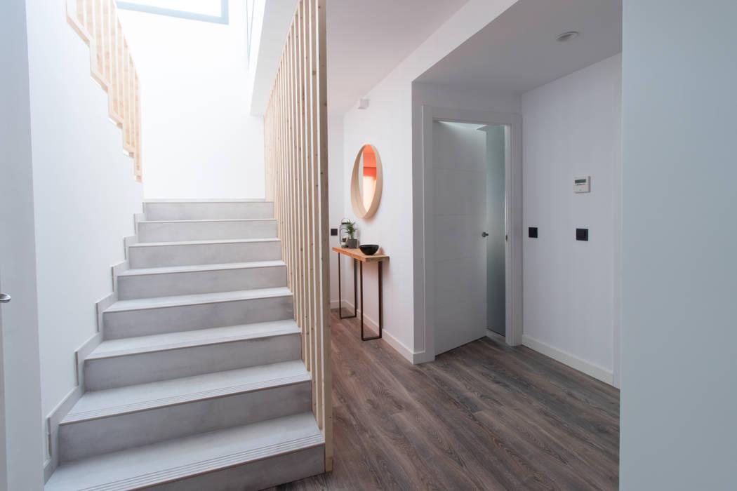 Escalera Dúplex: Escaleras de estilo  de mesquearquitectura