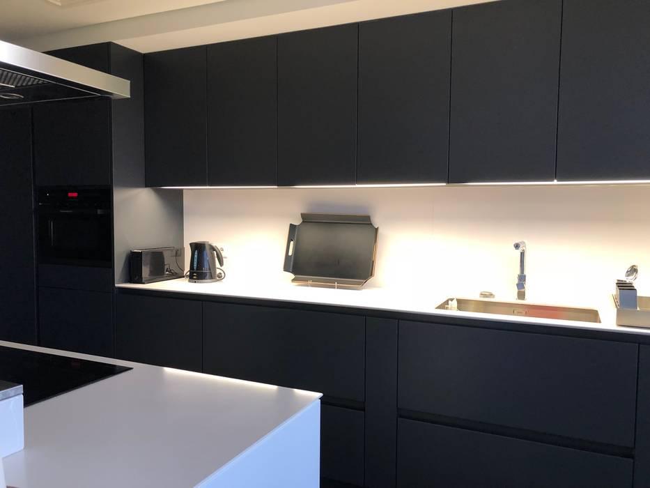 : Cozinhas  por MLeP - Marisa Lima Estudos e Projectos de Arquitectura Lda.,Moderno