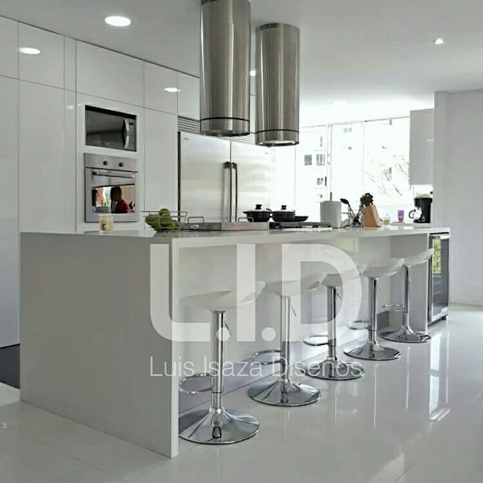 cocina blanca de LUIS ISAZA DISEÑOS Moderno Madera Acabado en madera