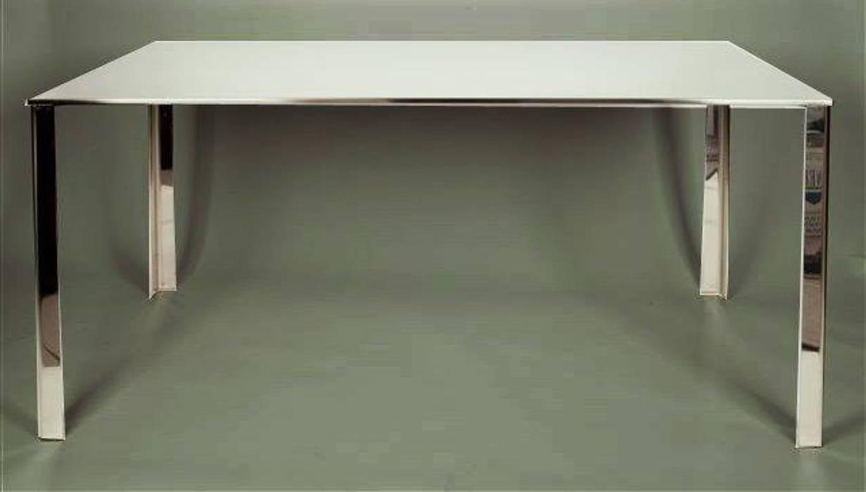 Tavolo Quadra: Sala da pranzo in stile  di SteellArt