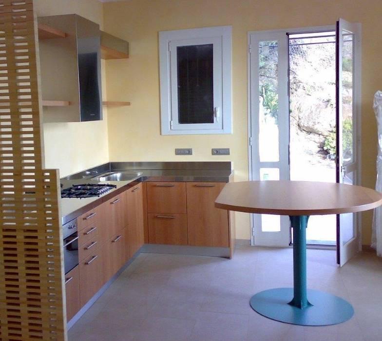 Tavolo tondo rosa dei venti cucina moderna di steellart ...