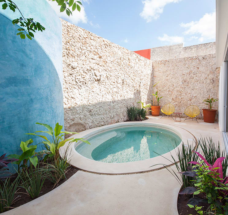 Kolam renang halaman oleh Taller Estilo Arquitectura, Modern Beton
