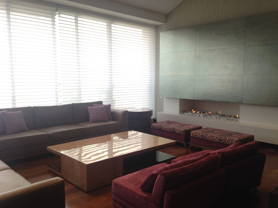 Sala: Bosque Verde Salas modernas de ARQUITECTURA Y DISEÑO CB Moderno Madera Acabado en madera
