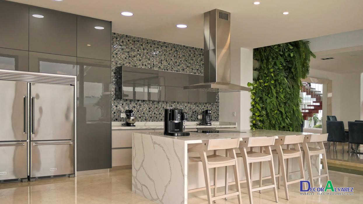 Cocina Naturaleza y Modernidad.: Cocinas de estilo  por Decoralvarez,