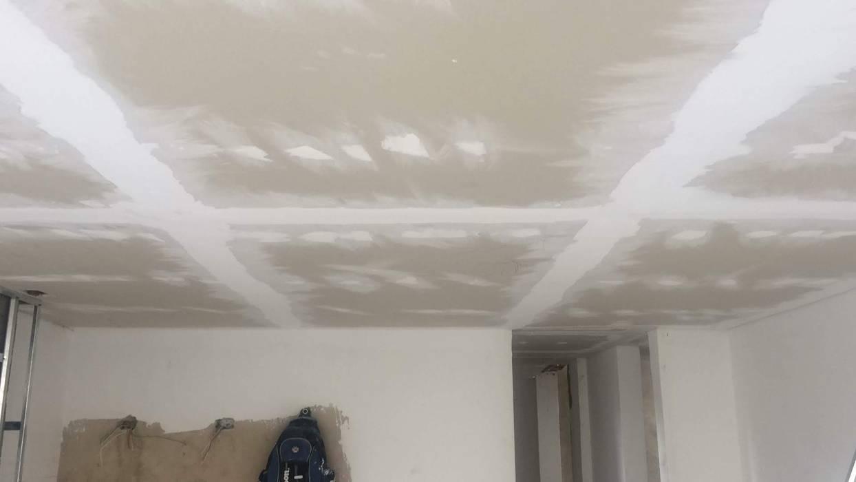 techo drywall: Techos planos de estilo  por Construferreteria,