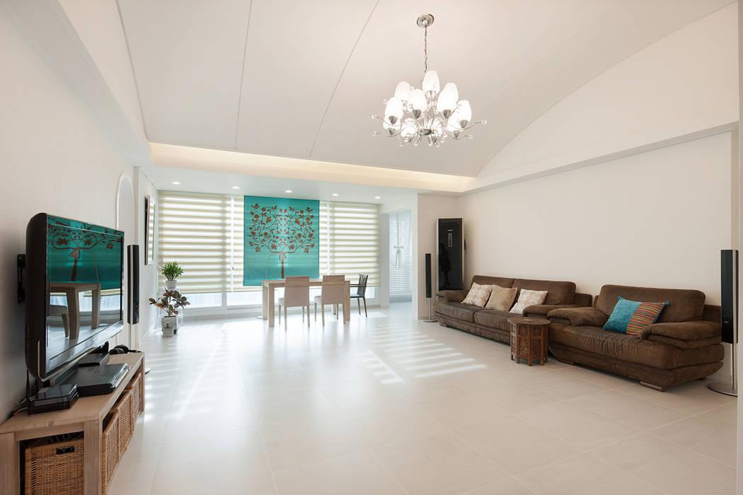 Living room by BK Design Studio, Classic