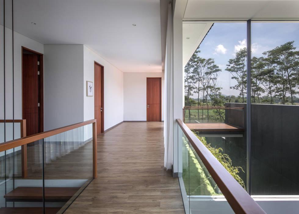 2nd floor hallway koridor & tangga