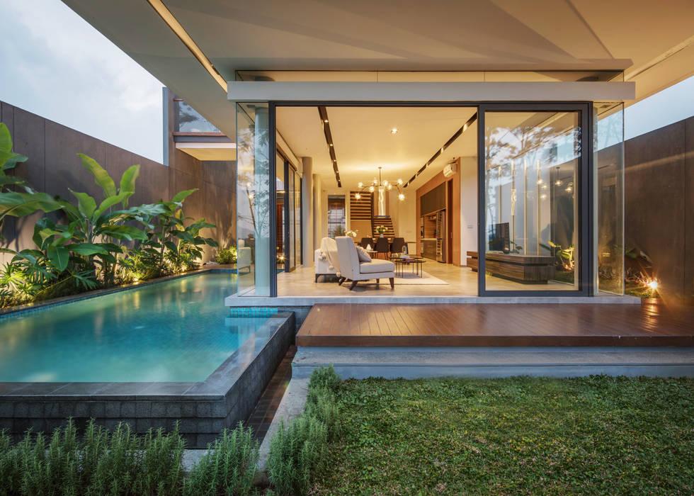 Tampak Belakang Rumah Modern Oleh Rakta Studio Modern