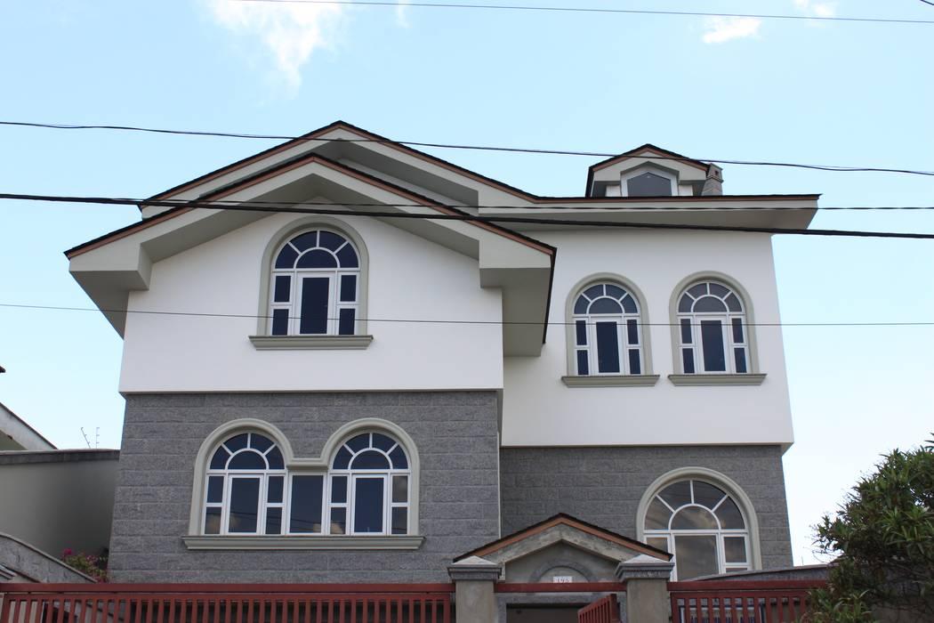 Obras com Alumínio na cor Branca Portas e janelas modernas por Tangará Esquadrias de Alumínio Moderno Alumínio/Zinco