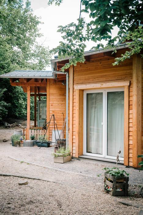 Die organische Form des Kindergartens ist schon von außen zu sehen...:  Häuser von S2 GmbH