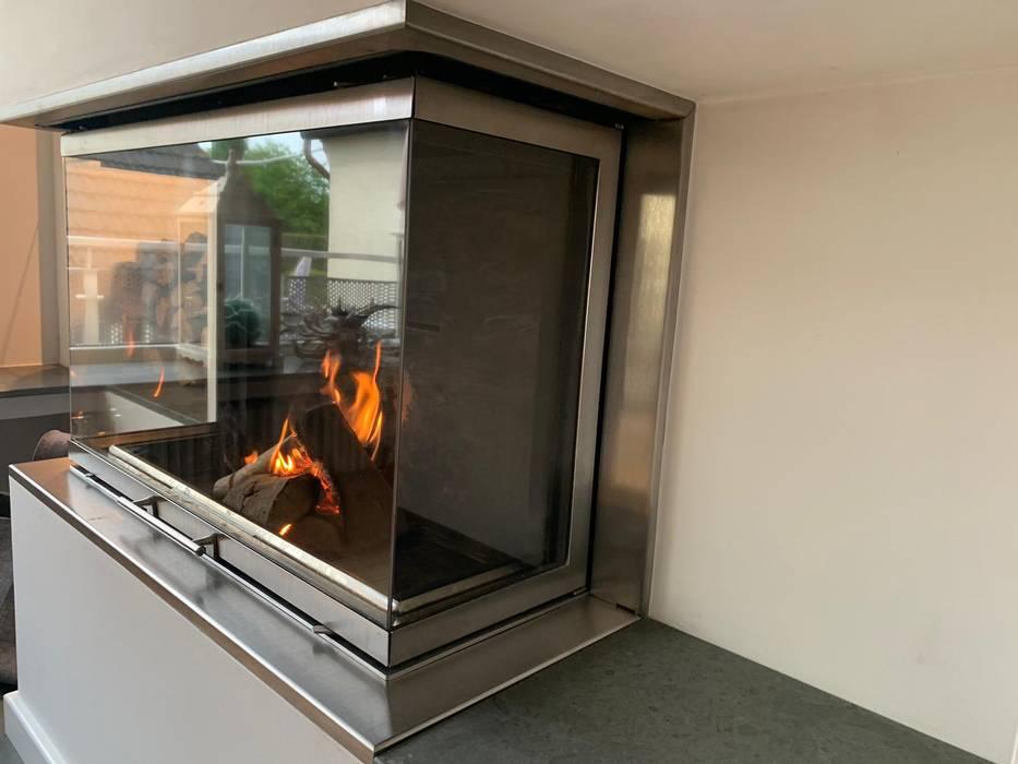 Modern Living Room by Christoph Lüpken Ofenbau GmbH - Kamine aus Duesseldorf Modern Iron/Steel
