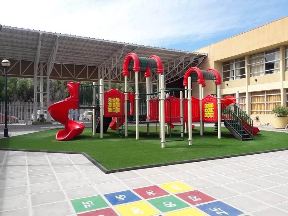 MANTENCIÓN JUEGOS INFANTILES: Escuelas de estilo  por Assembling Center Games