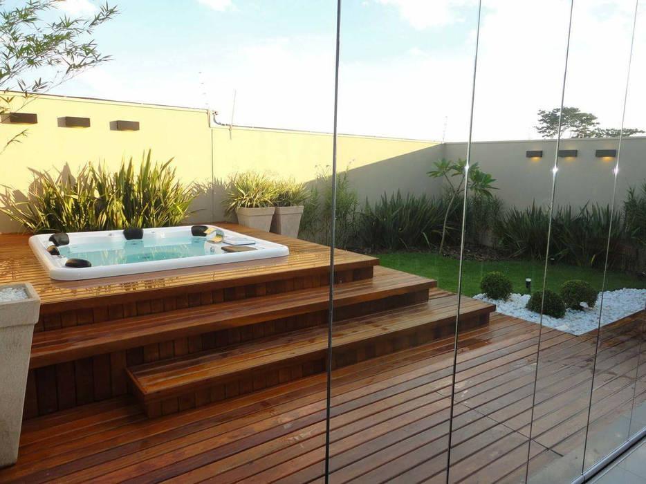 Spa com Deck de Madeira por Catini & Catini arquitetura Moderno