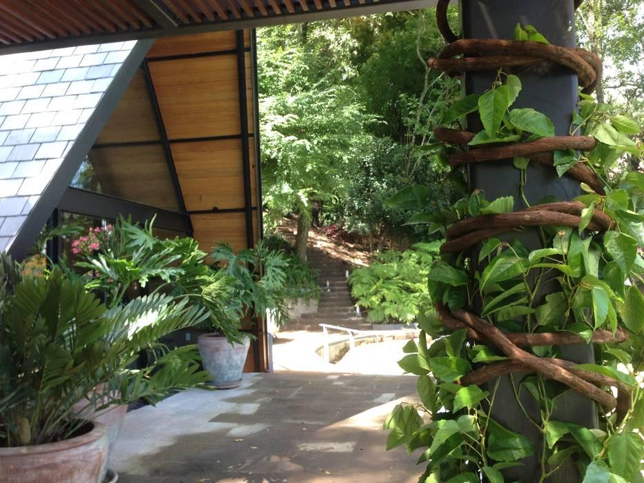 Decoración De Pérgola Jardines En La Fachada De Estilo Por