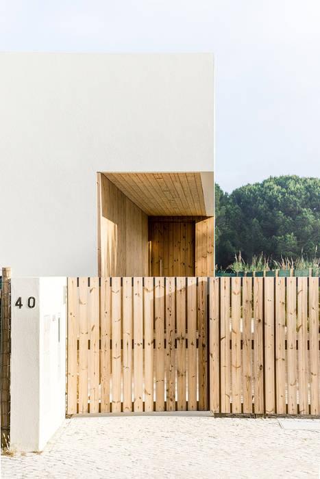 Oleh [i]da arquitectos Modern Kayu Wood effect
