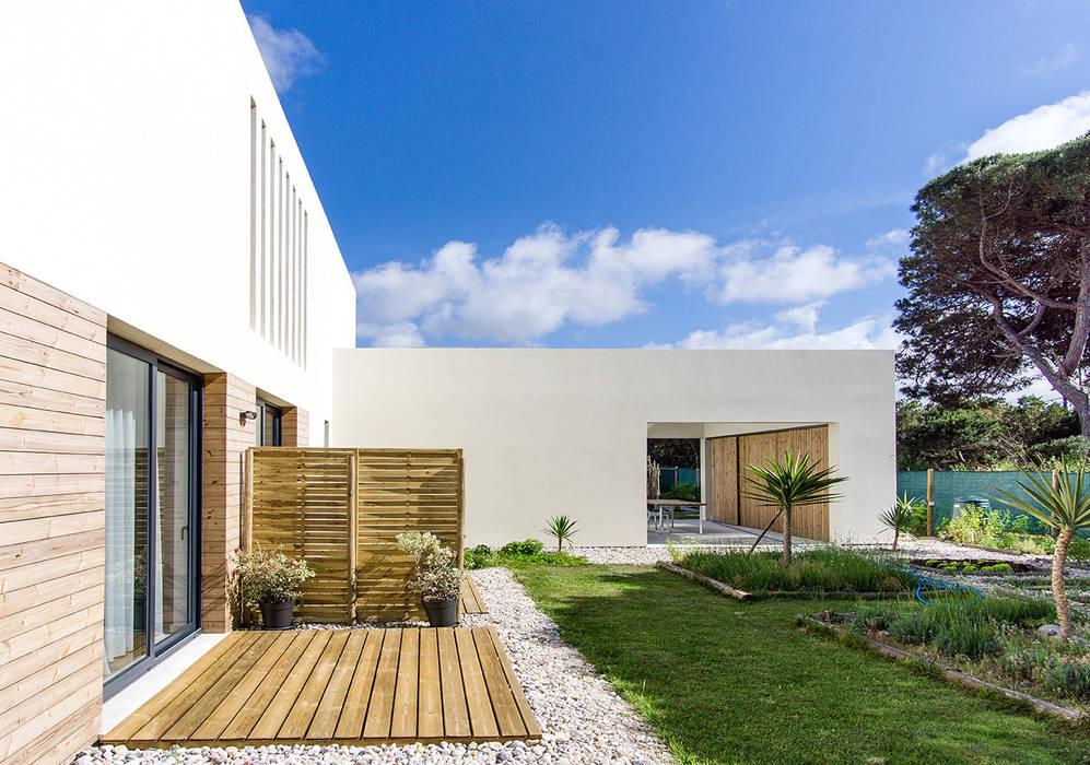 Houses by [i]da arquitectos, Modern