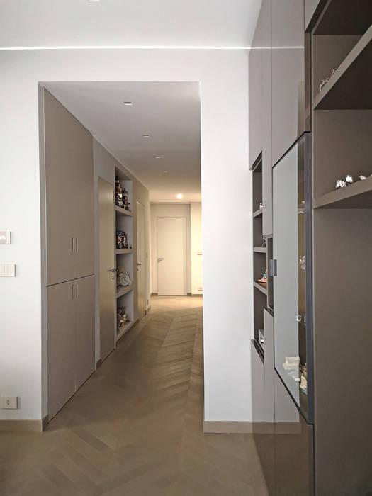 _LINEA_ Design e minimalismo nel quartiere di Castelletto, Genova Pareti & Pavimenti in stile moderno di Giulia Grillo Architetto Moderno