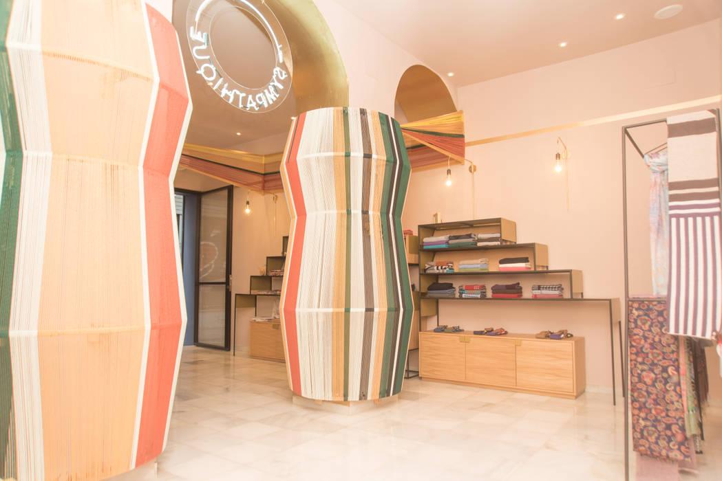 Oficinas y Tiendas de estilo  por Piedra Papel Tijera Interiorismo,
