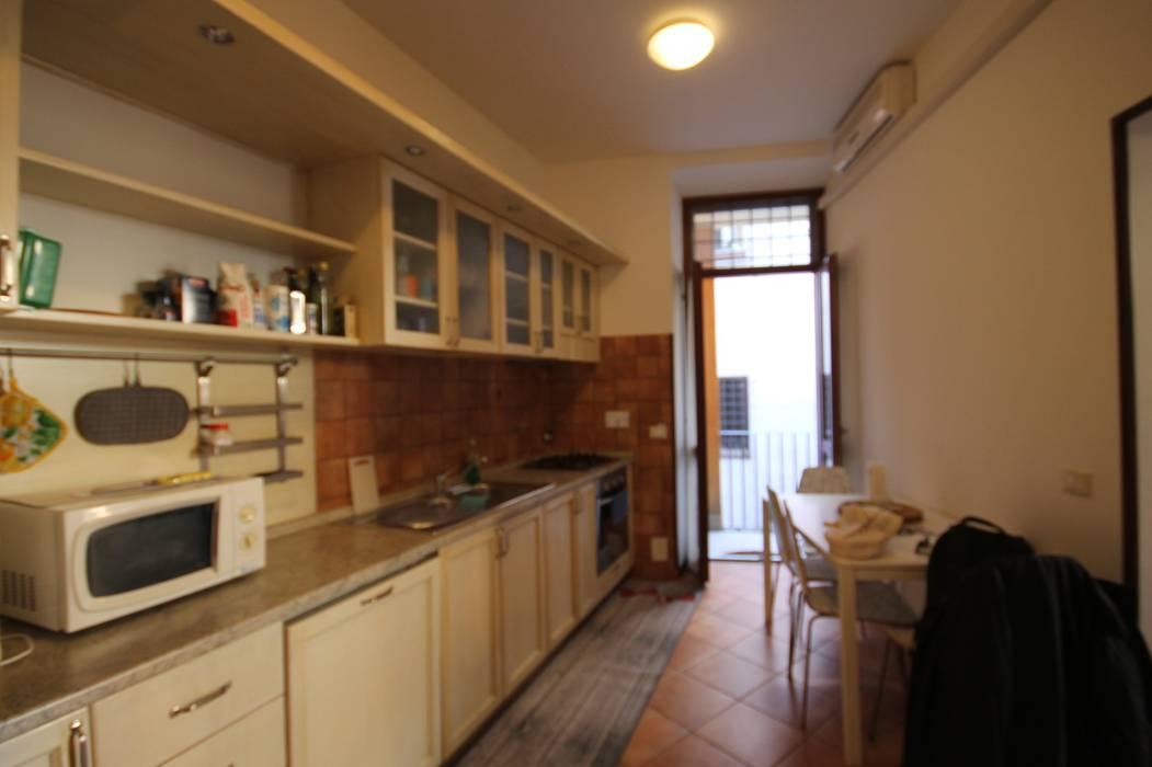FOTO PRIMA DELL'INTERVENTO: Cucina in stile  di Creattiva Home ReDesigner  - Consulente d'immagine immobiliare, Moderno