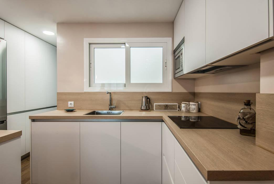 Simetrika Rehabilitación Integral Modern kitchen