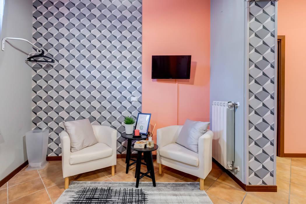 Relooking appartamento in Ghetto Ebraico a Roma: Soggiorno in stile  di Creattiva Home ReDesigner  - Consulente d'immagine immobiliare, Moderno