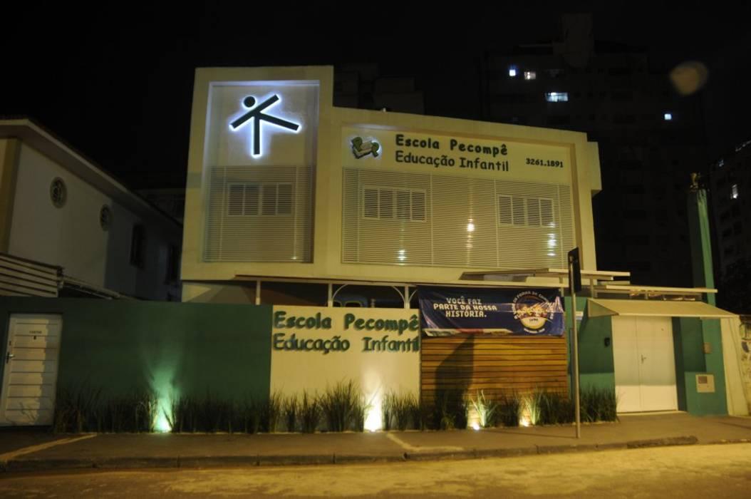 Fachada de Loja e Escolas Escolas modernas por Arqnardella Moderno
