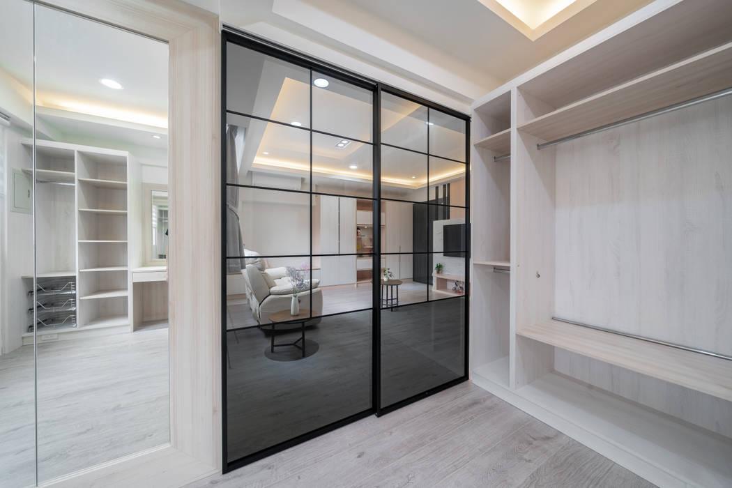 Puertas de vidrio de estilo  por 藏私系統傢俱