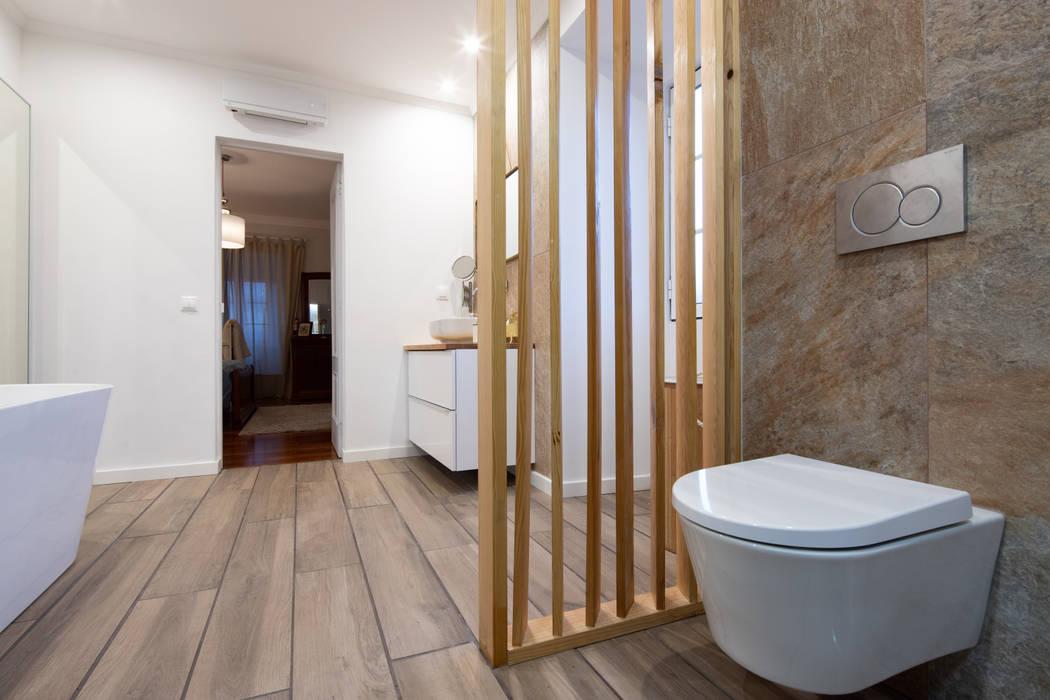 Reconstrução de moradia antiga: Casas de banho  por Atelier d'Maison,Moderno