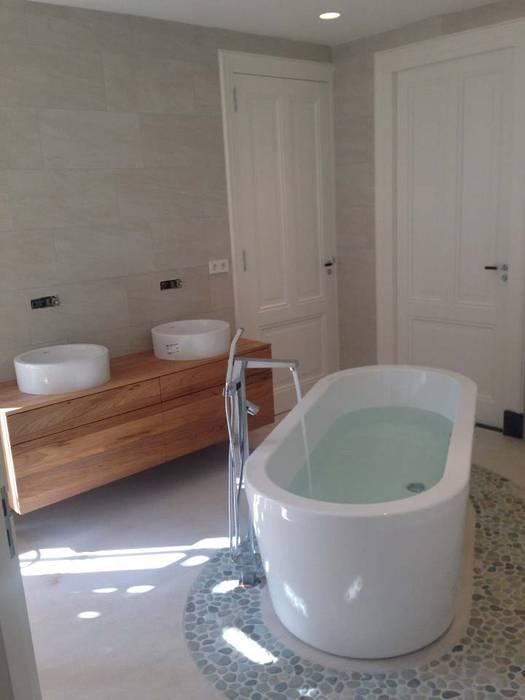 Bathroom by Dineke Dijk Architecten