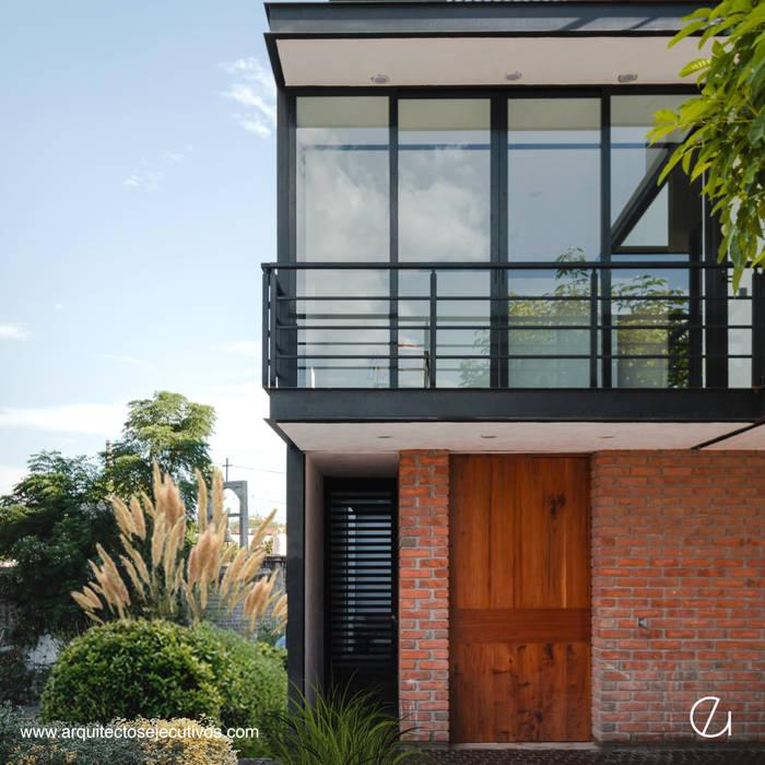 Projekty,  Dom jednorodzinny zaprojektowane przez Arquitectos Ejecutivos
