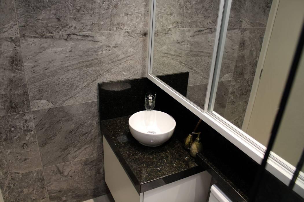 Bathroom by Tiede Arquitetos, Modern Granite