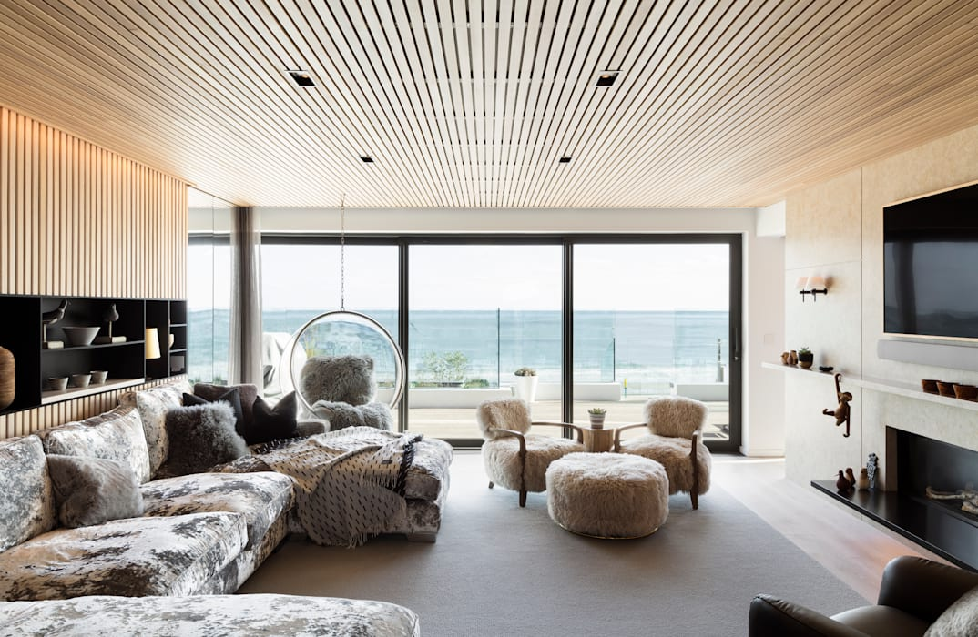 Family Home by WN Interiors:  Living room by WN Interiors
