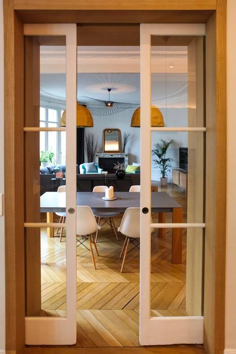 Vue du salon Salon moderne par Créateurs d'Interieur Moderne